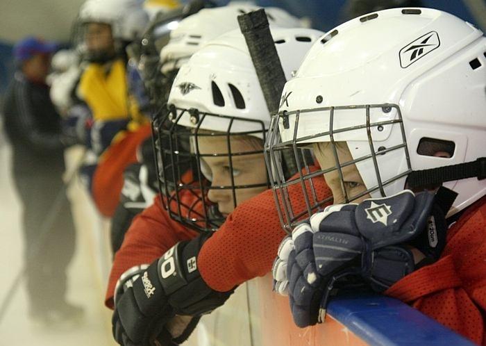 одной Страховка на хоккей молод